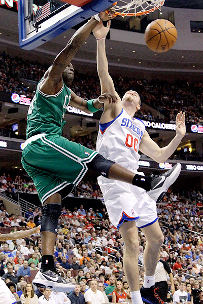 Mickael Pietrus Dunks On Spencer Hawes
